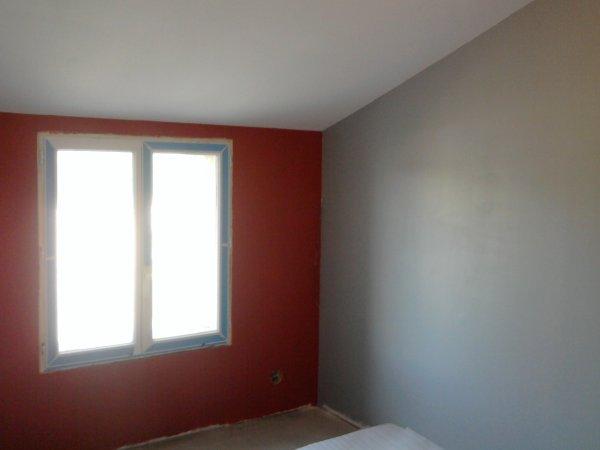 Chambre fille rouge et gris for Chambre blanc gris et rouge